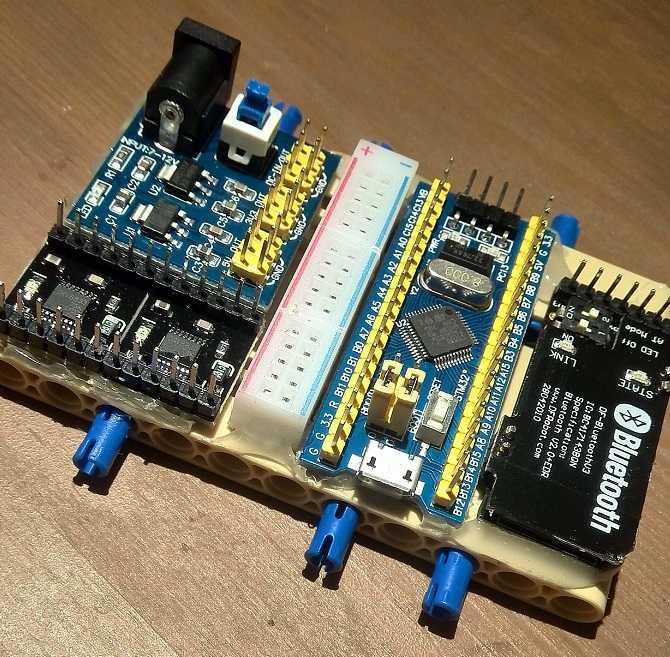 面包板八路彩灯控制器电路图